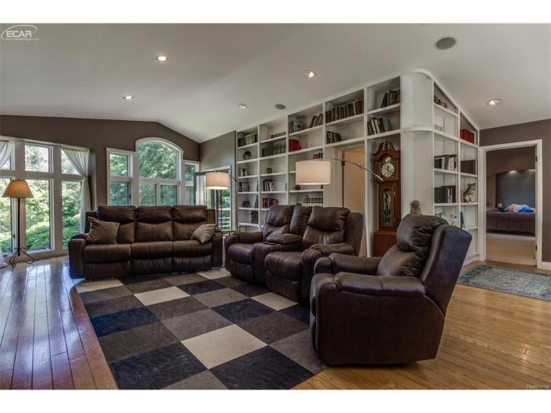 9319  Faussett Rd,  Fenton, MI 48430 by Remax Platinum Fenton $299,999