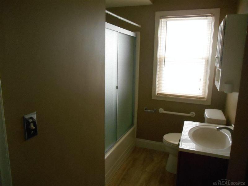 27828 Larchmont,  St. Clair Shores, MI 48081 by Unity Real Estate $900