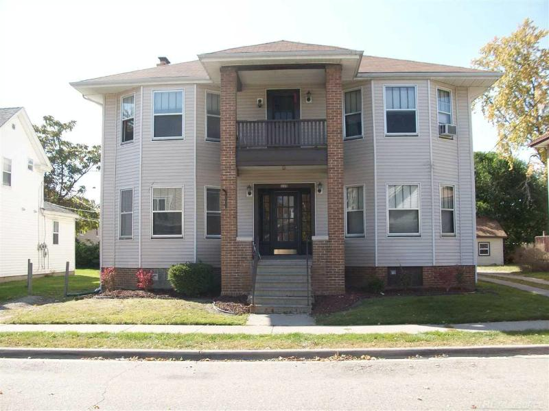 115 Clinton Mount Clemens, MI 48043 by Unity Real Estate $625