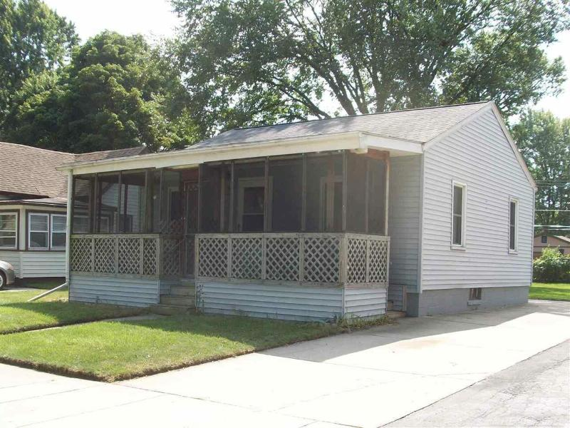158 Dickinson,  Mount Clemens, MI 48043 by Unity Real Estate $800