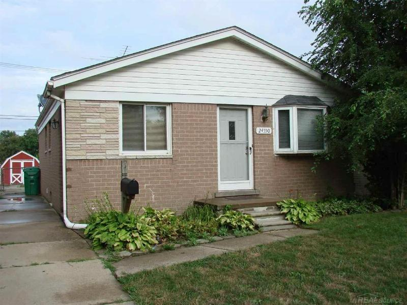 24550 Brittany Eastpointe, MI 48021 by Preferred Realty Options $950