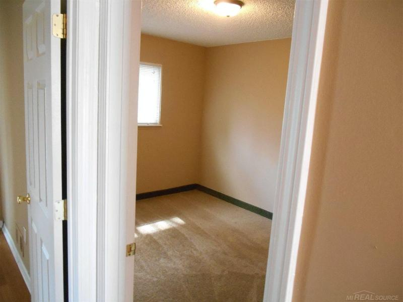 7052 Toepfer Warren, MI 48091 by Unity Real Estate $975