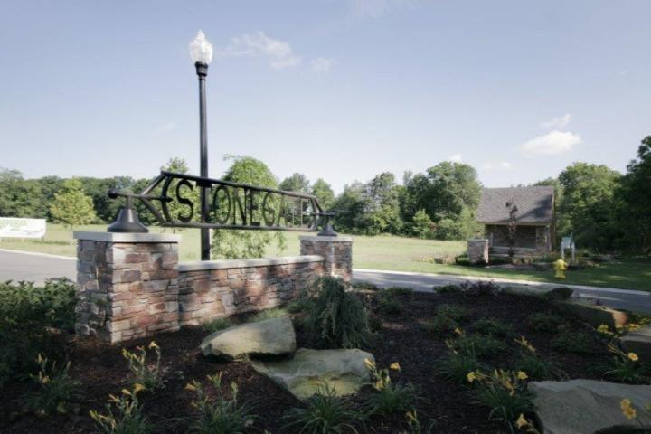 162 Stonegate Court,  Battle Creek, MI 49015 by Jaqua Realtors $84,900