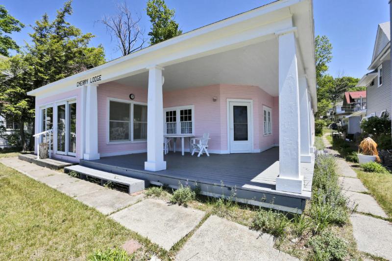 1116 S Harbor Drive,  Grand Haven, MI 49417 by Re/Max Lakeshore $499,900
