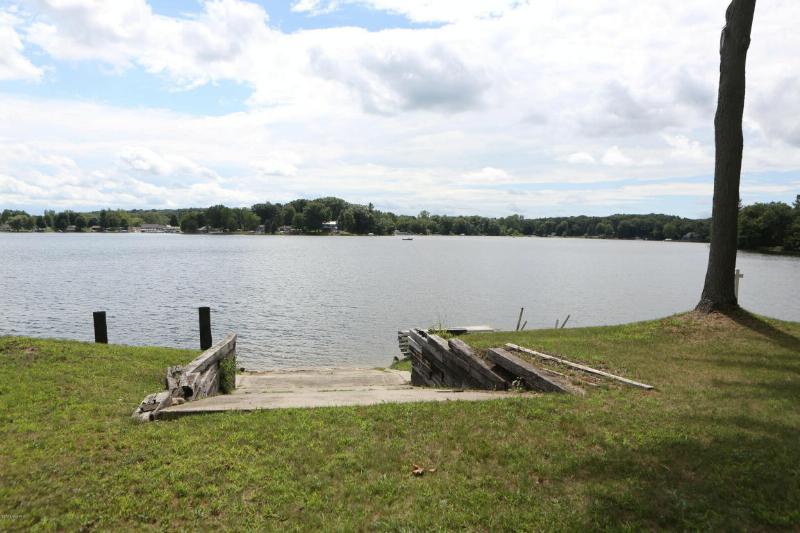 6291 Lakeshore Drive,  Lakeview, MI 48850 by Greenridge Realty - Greenville $279,900