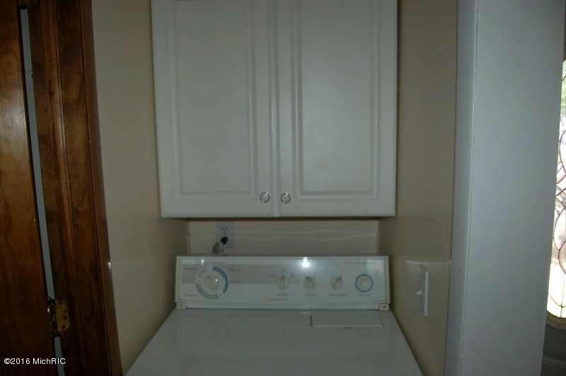 3435 Oak Street Newaygo, MI 49337 by Greenridge Realty (caledonia) $114,500