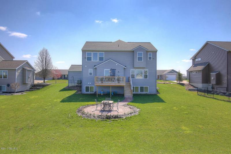 3337 Jamesfield Drive,  Hudsonville, MI 49426 by Berkshire Hathaway Homeservices Michigan Real Esta $335,000