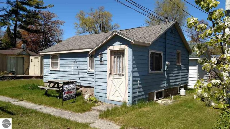 158 N Huron Au Gres, MI 48703 by Remerica Action Realty $93,900