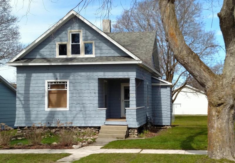 120 S E Street,  Cheboygan, MI 49721 by Coldwell Banker Schmidt Cheboygan $69,900