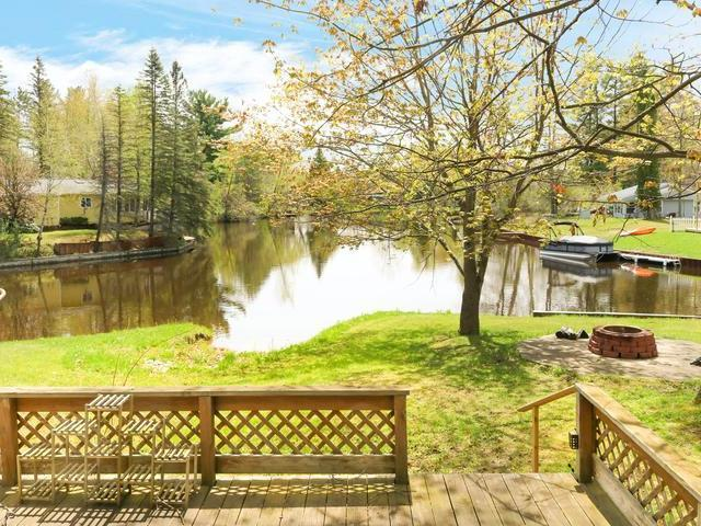 Listing Photo for 922 E Pequot Ln