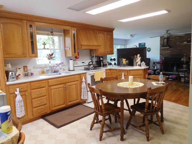 Listing Photo for 725 Lakeshore