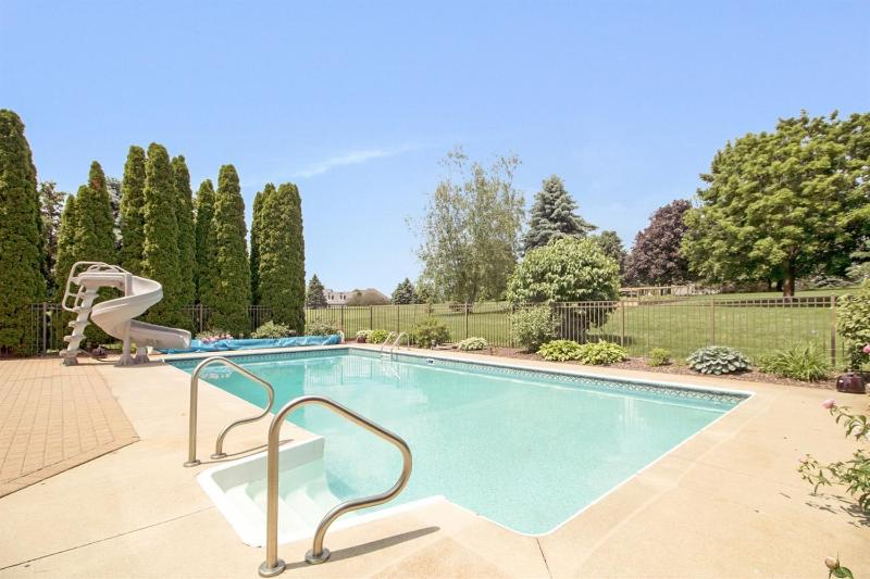 Listing Photo for 1826 Brookview Drive