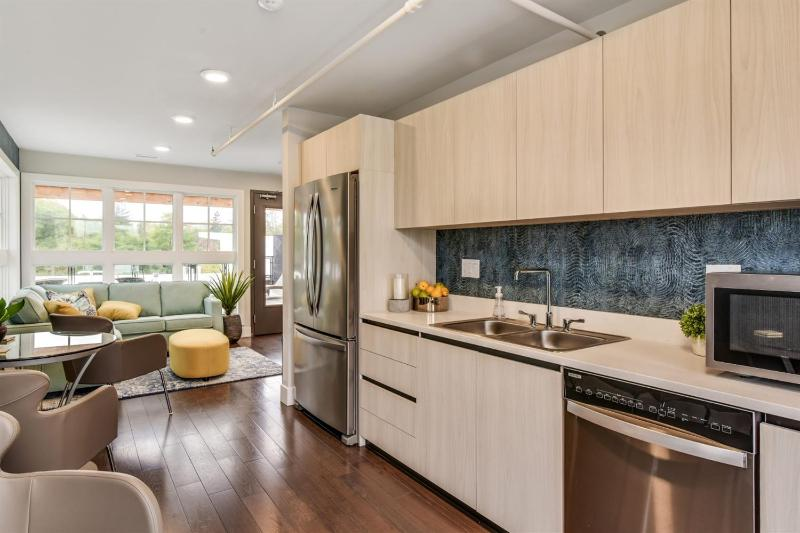 Listing Photo for 218 W Kingsley Street 408