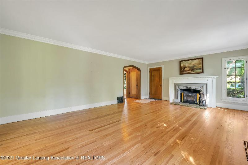 Listing Photo for 325 Chesterfield Parkway