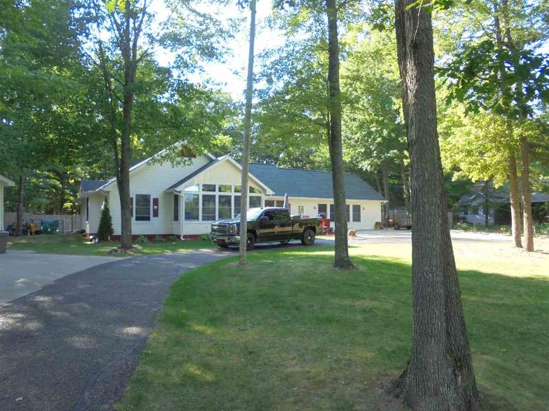 Listing Photo for 2474 S Roscommon Rd