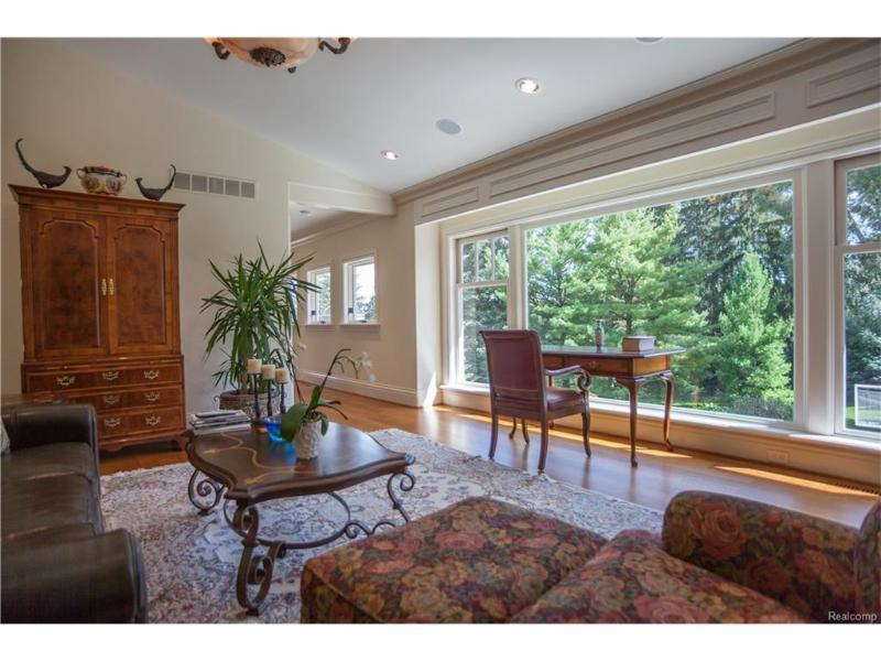 Listing Photo for 860 Vaughan Rd