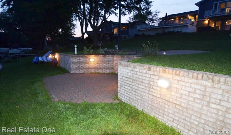 Listing Photo for 3464 Kingsway Dr