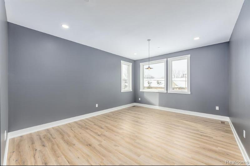 Listing Photo for 274 N First St 4
