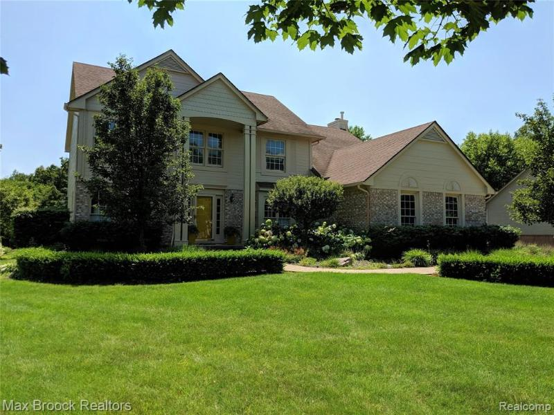 7381 Water Oaks W, West Bloomfield