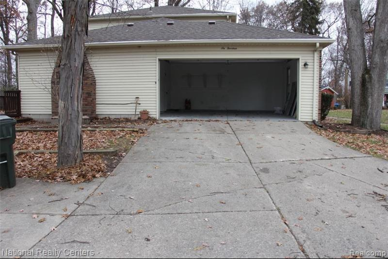 Listing Photo for 614 Lake Forest Crt