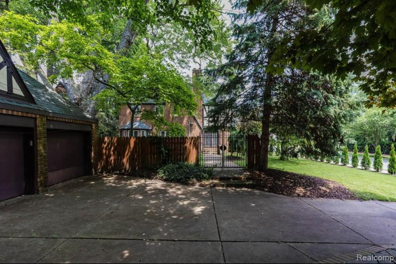 Listing Photo for 905 Berkshire Rd