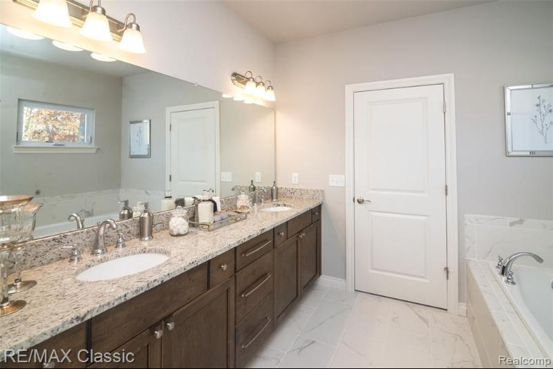 Listing Photo for 15462 Heritage Crt 10