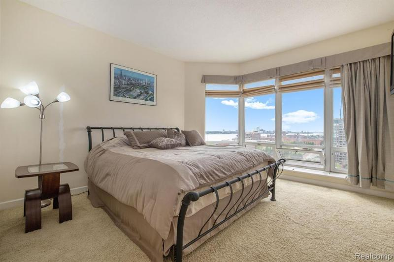 Listing Photo for 250 E Harbortown Dr 1511