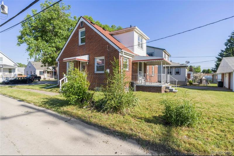 Listing Photo for 1881 Lindbergh St
