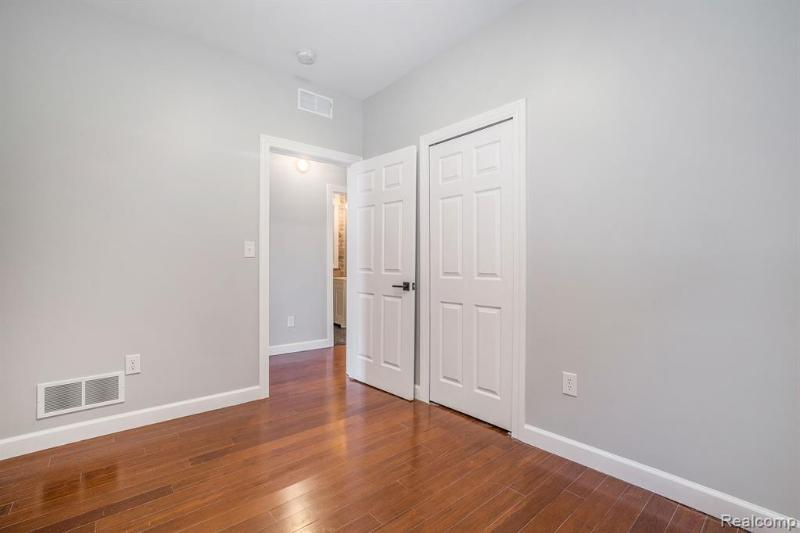 Listing Photo for 5764 Woodward Ave 2