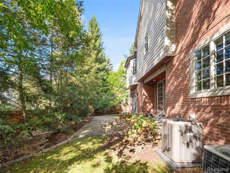Listing Photo for 567 Baldwin Crt