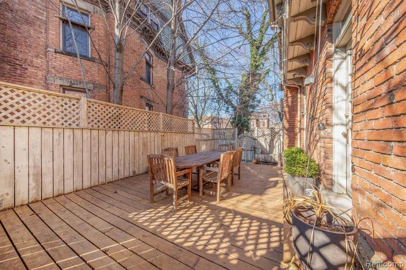 Listing Photo for 691 W Canfield St