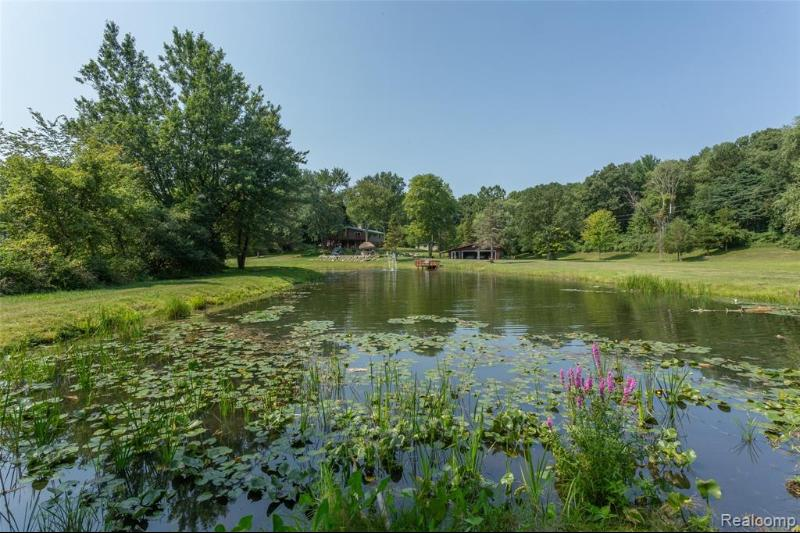 Listing Photo for 10900 Green Oaks Dr