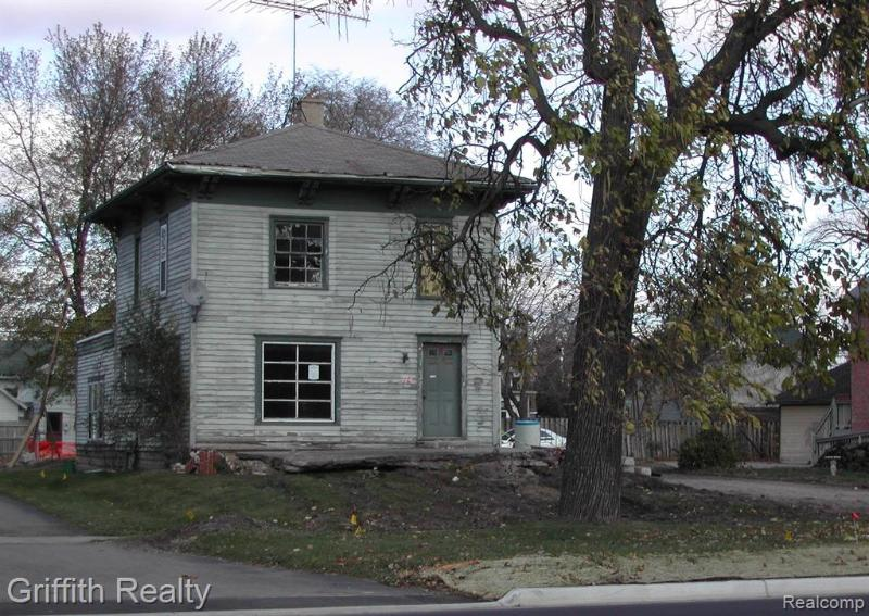 Listing Photo for 714 E Grand River Ave