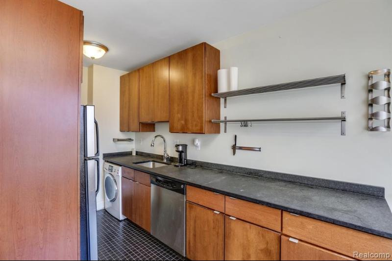 Listing Photo for 15 E Kirby St 1223