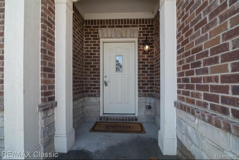 Listing Photo for 15333 Heritage Crt 2