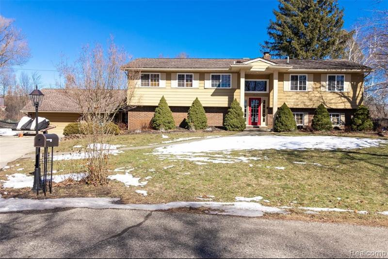 Listing Photo for 2014 Meadow Ridge Dr