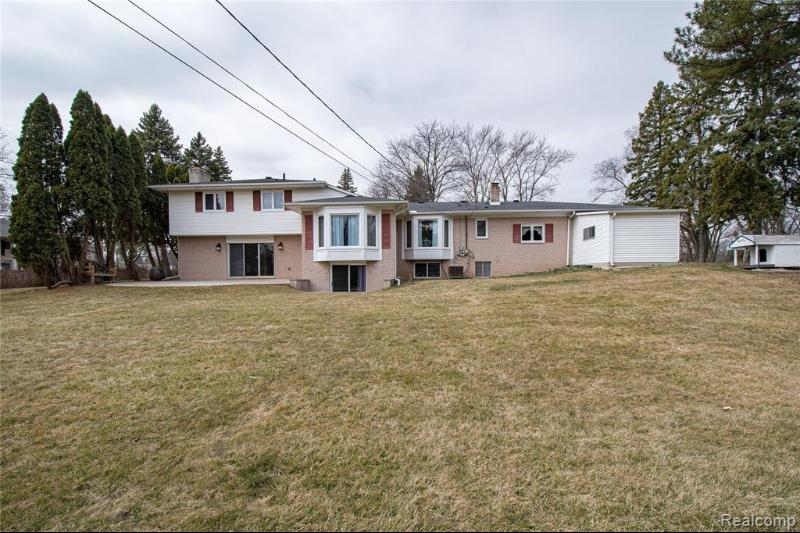 Listing Photo for 6061 Orchard Lake Rd
