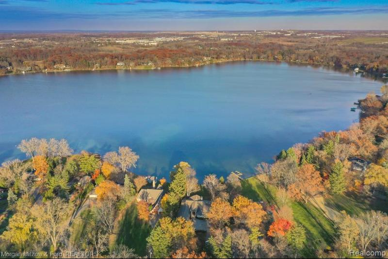 Listing Photo for 1030 Lake Angelus Shrs