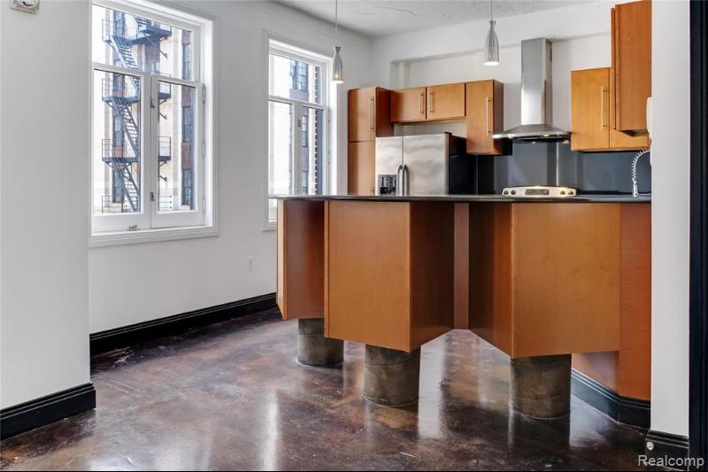Listing Photo for 2233 Park Ave 4b
