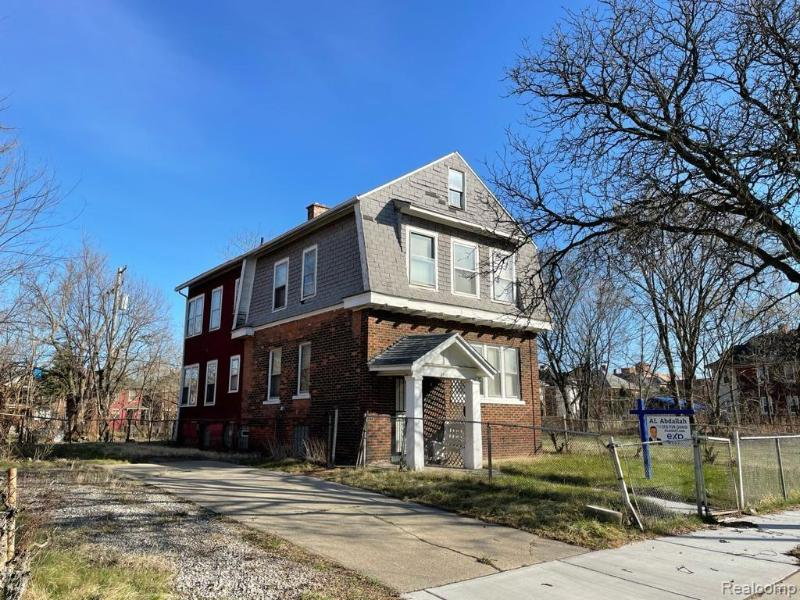 Listing Photo for 8912 N Clarendon St