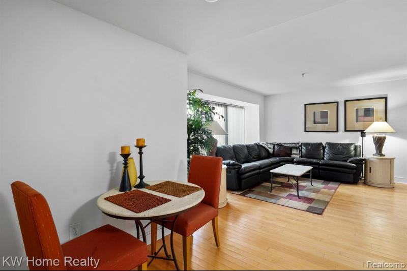 Listing Photo for 1001 W Jefferson Ave # 300/2d  2d