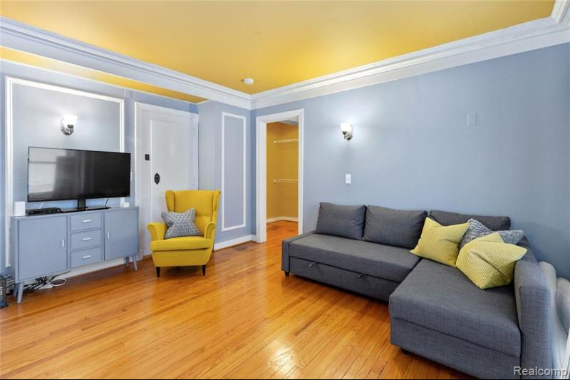 Listing Photo for 15 E Kirby Street  304