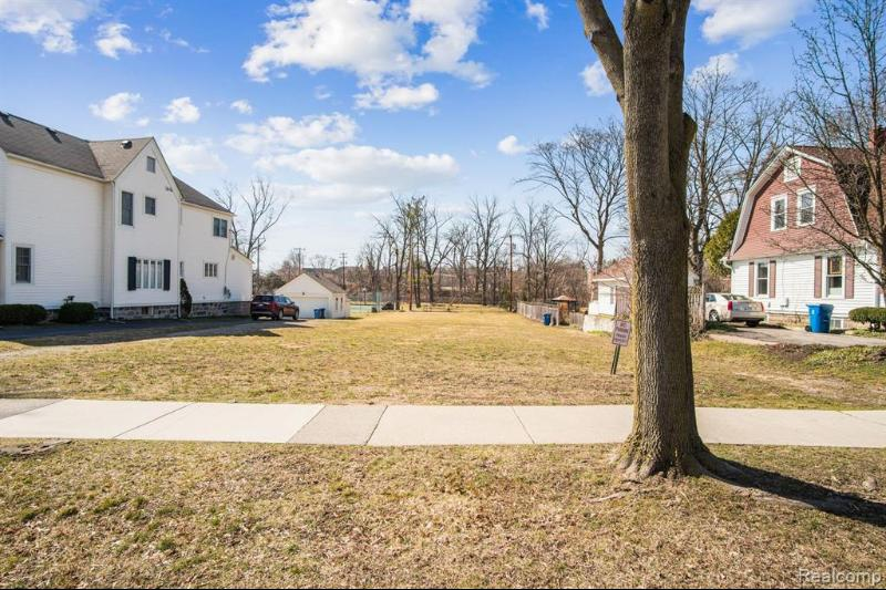 Listing Photo for 959 Penniman Ave