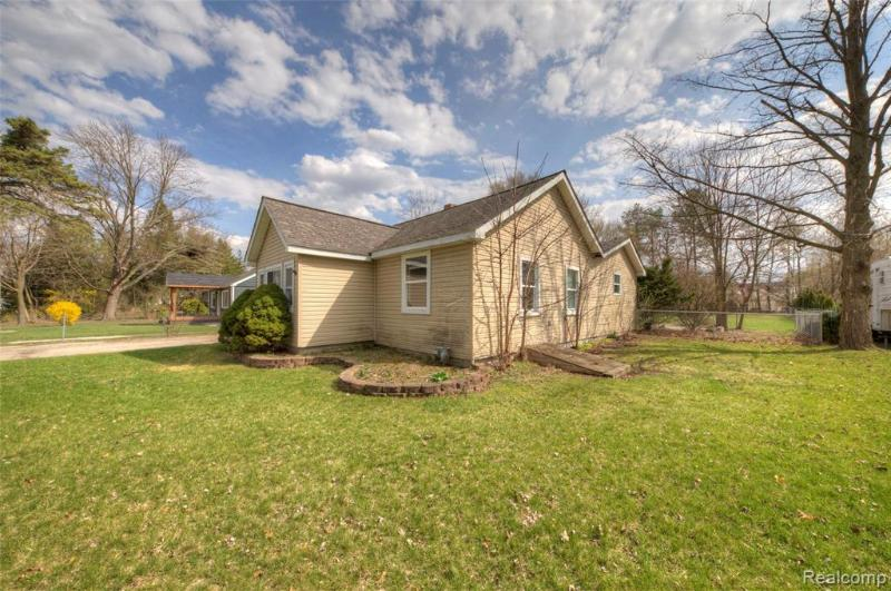 Listing Photo for 6539 Pontiac Lake Rd