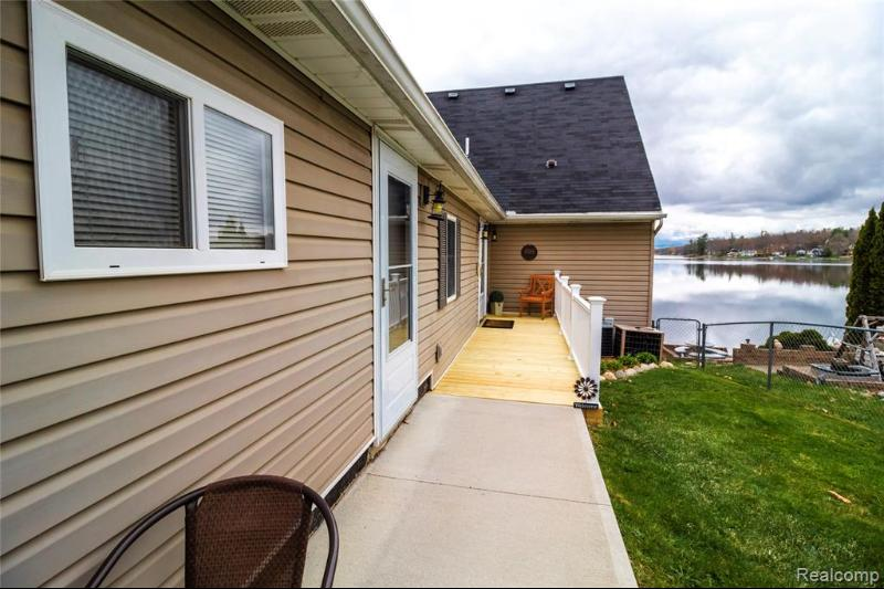 Listing Photo for 899 Lakeshore Dr