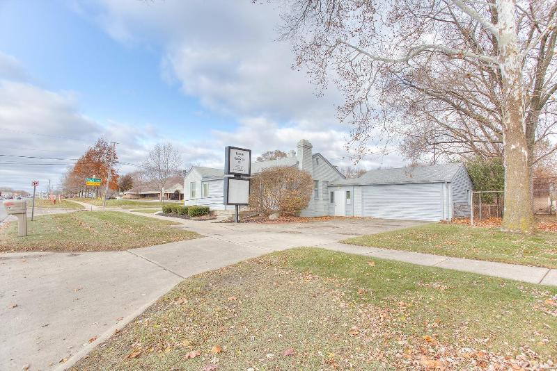 Listing Photo for 305 E Maple Rd