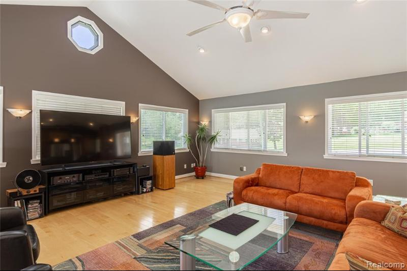 Listing Photo for 671 Bow Ln