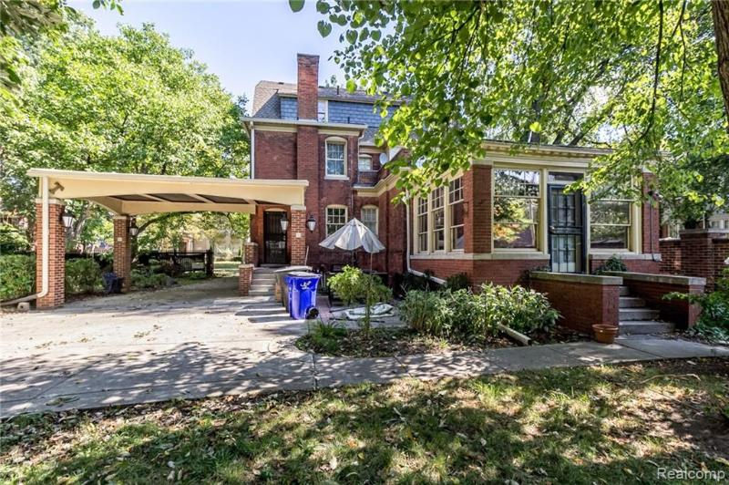 Listing Photo for 1005 Iroquois St