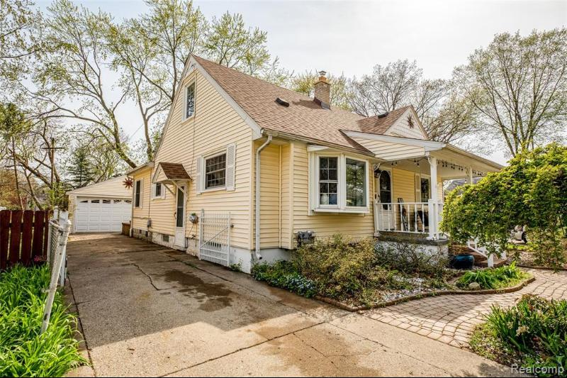 Listing Photo for 818 Coolidge Ave