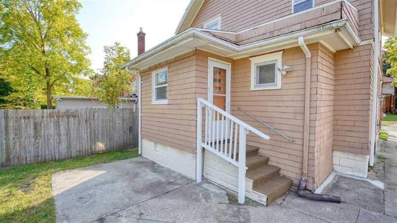 Listing Photo for 142 Moore St